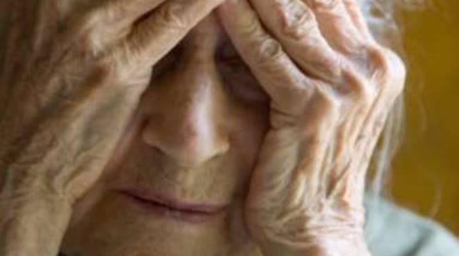 Anziani derubati in casa