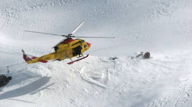 Valanga nel Bresciano, tre dispersi: soccorritori al lavoro