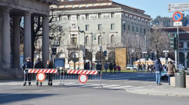 Bergamo, il centro chiuso al traffico fa ancora il pienone