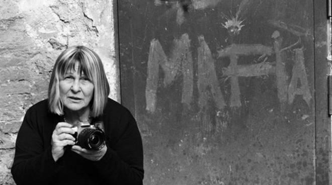 Letizia Battaglia: le sue foto in mostra a Bergamo