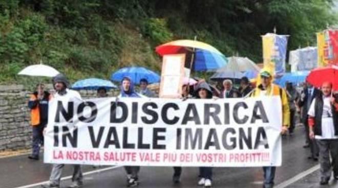 Manifestazione contro la discarica