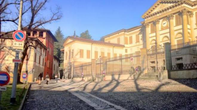Palafrizzoni mette a nuovo tre piazze carrara for Galleria carrara bergamo
