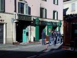 Esplosione al Maguire's Pub: un morto e dieci feriti