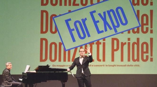 Francesco Micheli sul palco del Teatro Sociale (Foto di Gianfranco Rota)