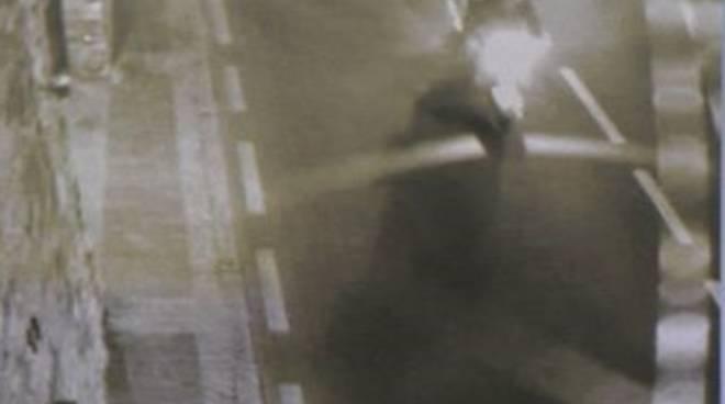 Gigi Parma ripreso dalle telecamere di sicurezza