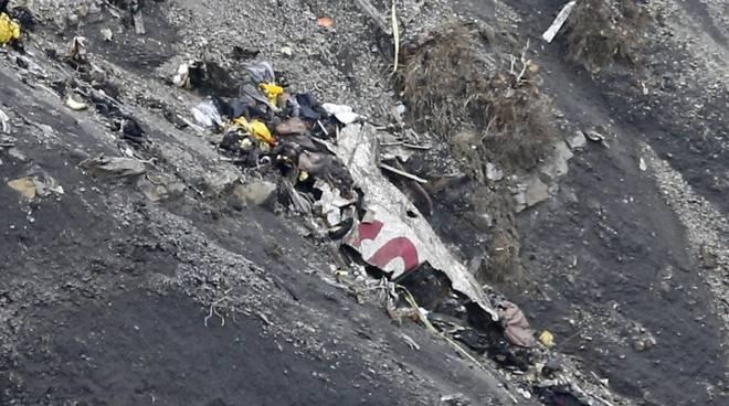 Ritrovata tra i rottami la seconda scatola nera dell'Airbus Germanwings precipitato