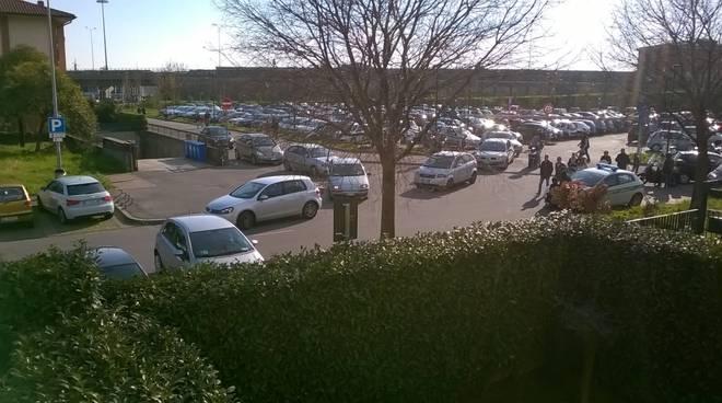 Un ingorgo nel parcheggio del Parco della Trucca