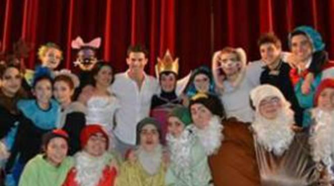 """Compagnia teatrale """"Les Moustaches"""""""