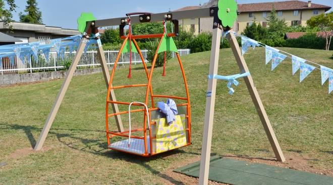 Azzano San Paolo, un'altalena speciale per i bimbi portatori di handicap