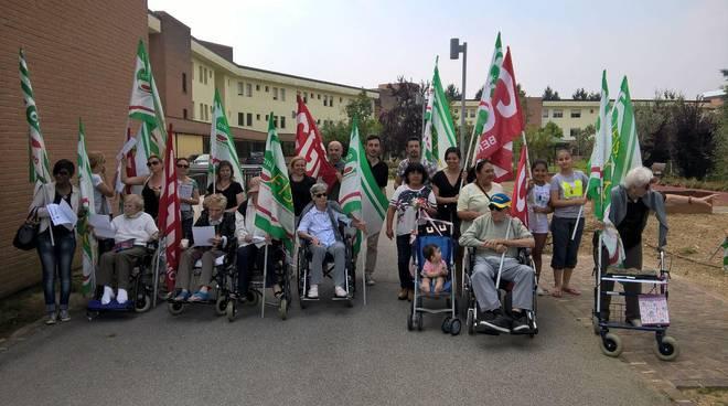 Fisascat Cisl e Fp Cgil  protestano per i 25 lavoratori a rischio