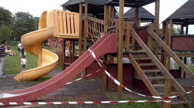 Giochi rotti al Parco Goisis