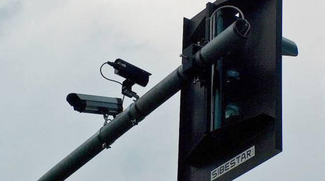 Le telecamere al semaforo Pontesecco-Maresana staccano multe per 190mila euro