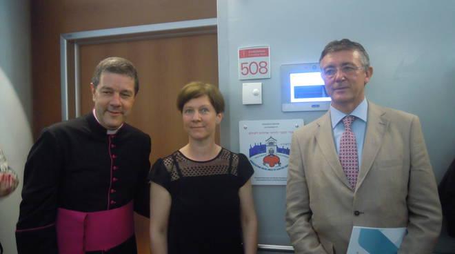 Monsignor Luigi Ginami con la sorella e Carlo Nicora