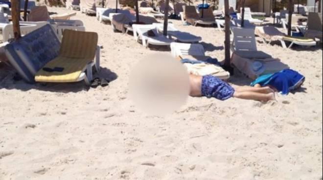 Spari e terrore in spiaggia in Tunisia