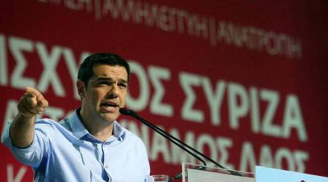 Tsipras chiede la chiusura di banche e Borsa