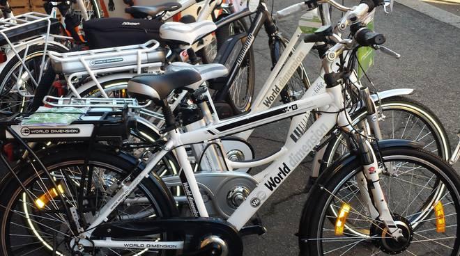 Un punto di noleggio di bici elettriche