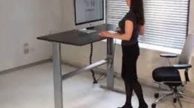 Uno standing desk