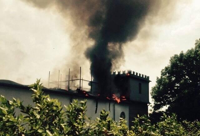 Alzano Lombardo, brucia un appartamento