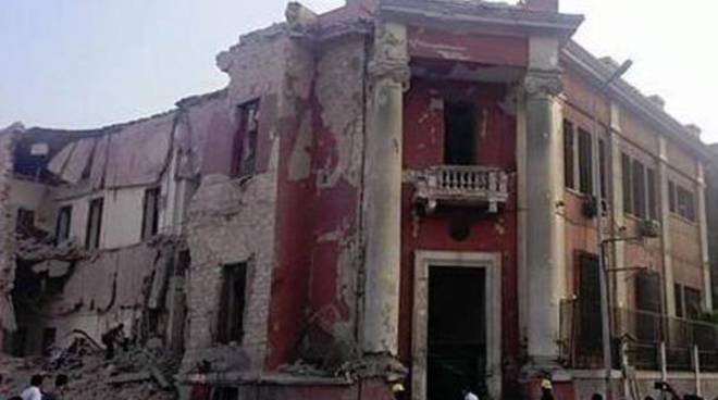 Consolato italiano al Cairo danneggiato da una bomba