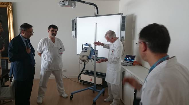 L'apparecchio per le radiografie a domicilio donato dal Rotary