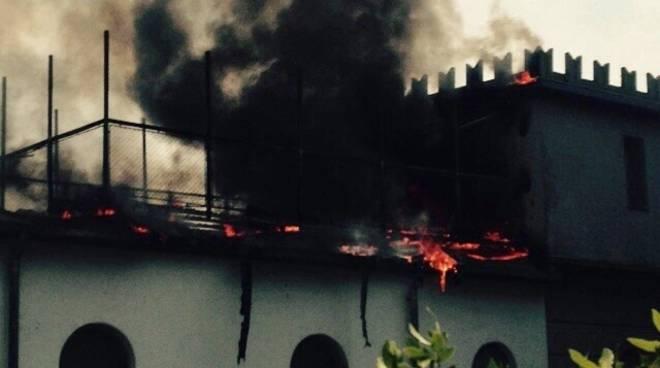 L'incendio ad Alzano Lombardo