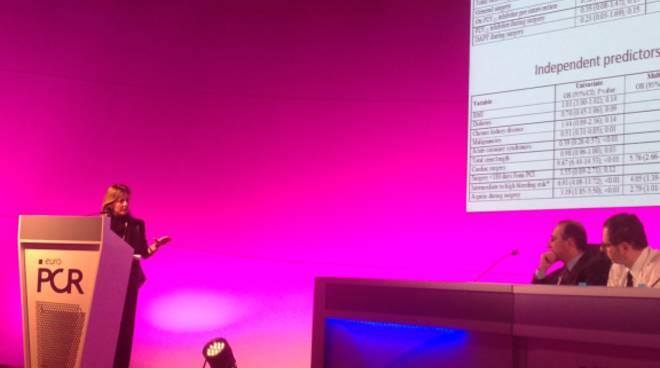 Roberta Rossini durante la presentazione dei risultati del registro al congresso di Parigi.