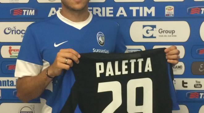 Gabriel Paletta con la nuova maglia dell'Atalanta