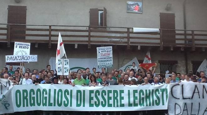 Il presidio della Lega Nord nell'agosto 2014 per opporsi all'arrivo dei profughi alla Ca' Matta