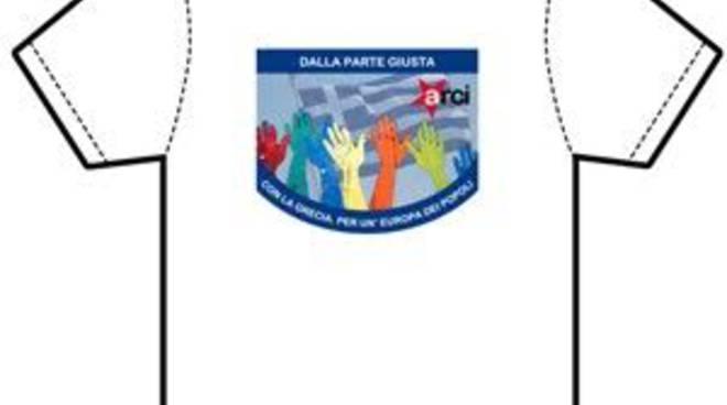 La maglietta Arci per aiutare i greci