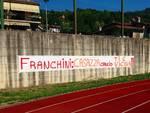 Lo striscione di Casazza per Franco Franchini