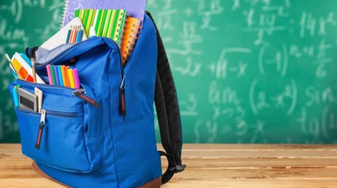 Stangata su libri e attezzature scolastiche