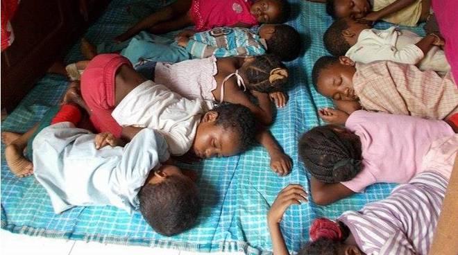 Alcuni dei bambini aiutati dai progetti della Nandi's Foundation di Pedrengo