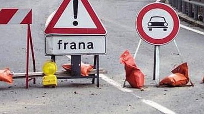 Franano grossi massi a Valbondione (foto d'archivio)