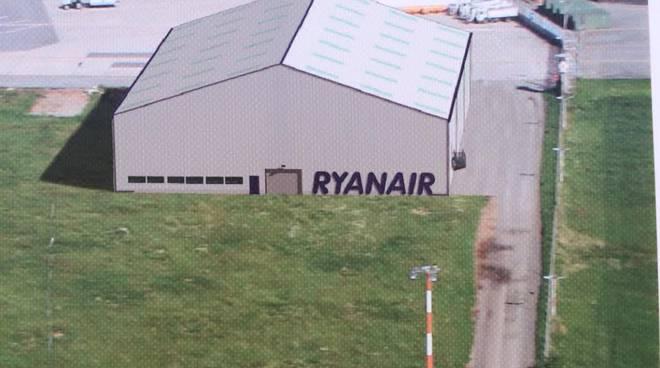 L'hangar per la manutenzione degli aerei Ryanair a Grassobbio
