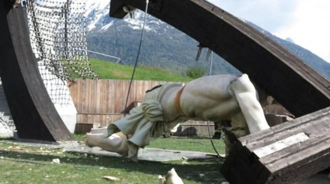 La grande croce di Enrico Job crollata nel 2014 uccidendo un ventenne loverese