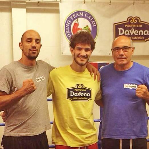 Morello (al centro) con gli allenatori Arsuffi e Caloi