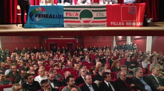Assemblea pubblica di Italcementi al teatro del Borgo