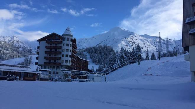 Forte nevicata nelle valli|A Foppolo è già Natale|Guarda le fotografie