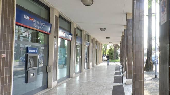 Il bancomat della filiale di Longuelo sradicato nella notte