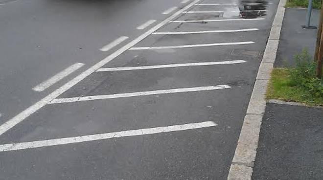 Il parcheggio per le moto vuoto alla stazione