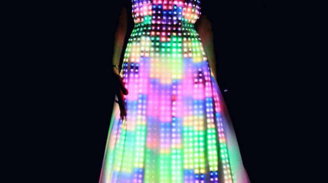 L'abito che cambia colore grazie a un sensore