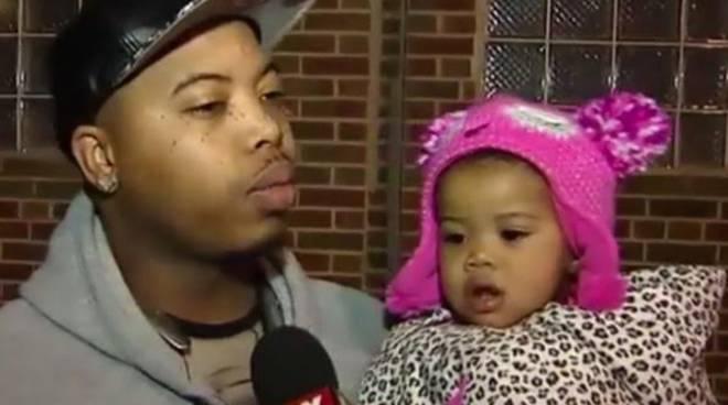 La piccola Journee scambiata per una bambola e chiusa dentro l'asilo