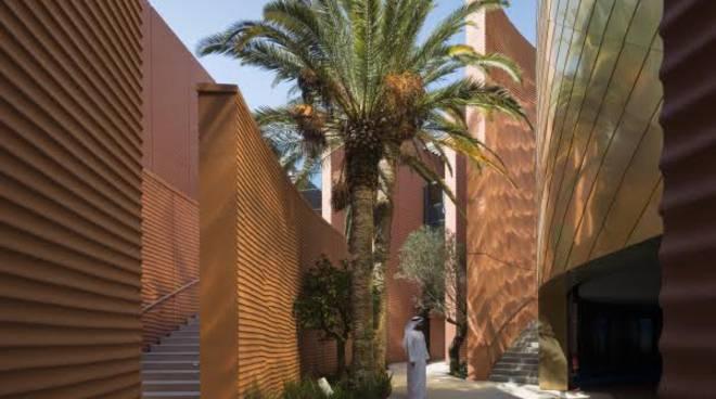 Le porte speciali in ottone e bronzo del padiglione degli Emirati Arabi Uniti all'EXPO di Milano.