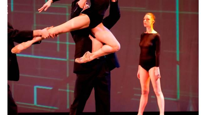 """Lo spettacolo di danza contemporanea """"Cosmogony"""" in prima nazionale"""