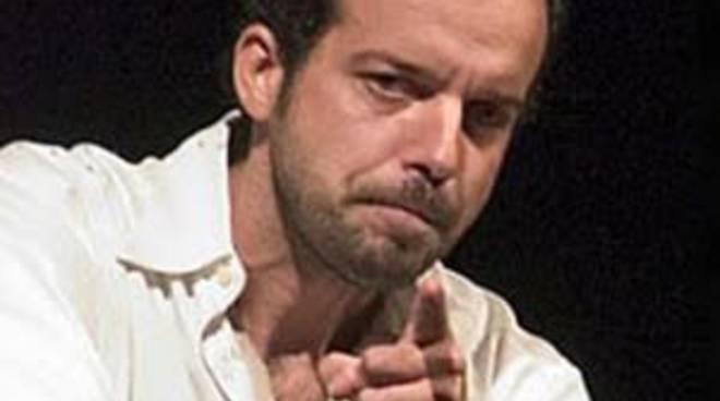 Mario Perrotta inaugura la stagione di Altri percorsi al Teatro Sociale