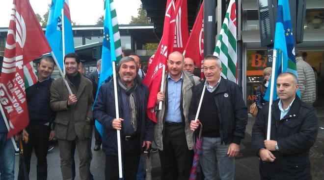 Presidio sindacale dei lavoratori dei trasporti a Bergamo