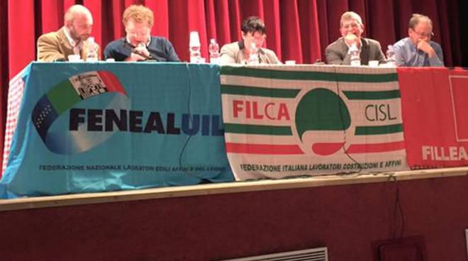 Un momento dell'assemblea pubblica di Italcementi