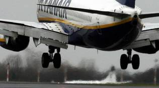 Volo Ryanair colpito da fulmine