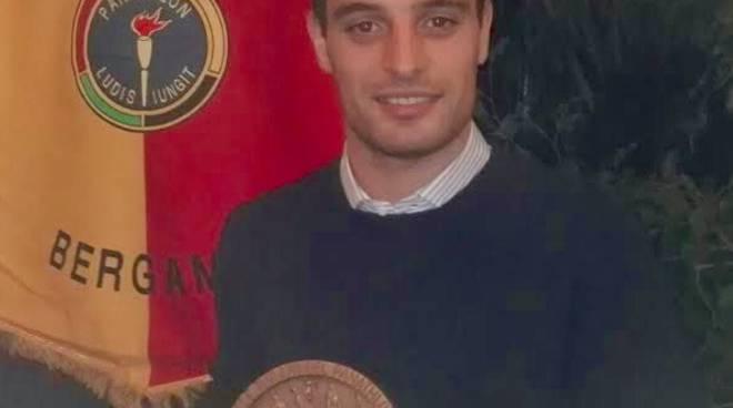 Giacomo Bonaventura col premio intitolato a Turani