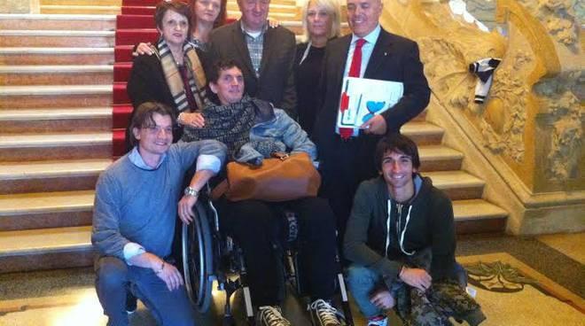Giorgio Grena, con la famiglia e i medici